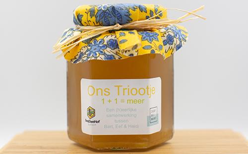 Gelei van kruideninfusie met honing