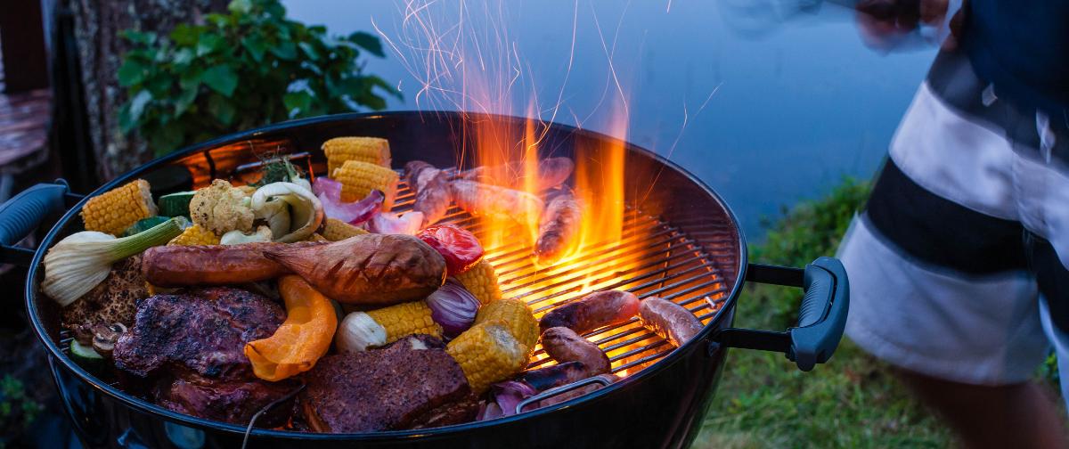 Barbecue met groenten en vlees